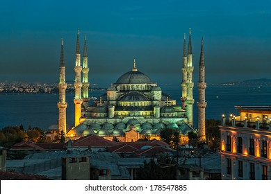 Blue mosque in the evening, Istanbul, Sultanahmet park. The biggest mosque in Istanbul of Sultan Ahmed (Ottoman Empire).