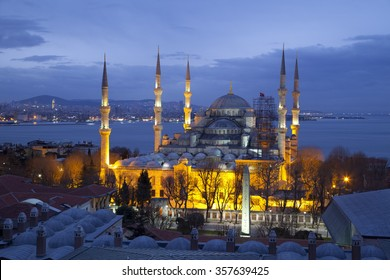 Blue Mosque in Istanbul at pre-dawn hours, from a higher point of view.