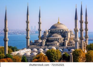 Blue Mosque (Sultanahmet Camii), Bosporus and asian side skyline, Istanbul, Turkey