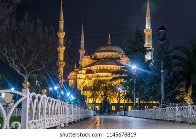 The Blue Mosque, (Sultanahmet Camii) in the night, Istanbul, Turkey