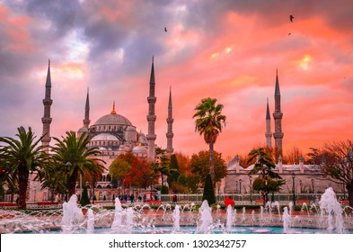 The Blue Mosque, (Sultanahmet Camii) at sunset, Istanbul, Turkey