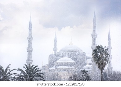 The blue mosque (Sultanahmet mosque) in winter day with snow in Istanbul,Turkey