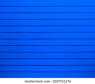 pantalons peints en bleu, arrière-plan mur