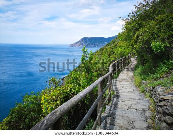 blue path cinque terre