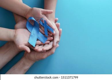 blaue Bänder auf blauem Hintergrund, Prostatakrebs-Bewusstsein, Movember Men-Gesundheitsbewusstsein, November Blau, Welt-Diabetes-Tag