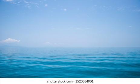 Blue sea and endless horizon