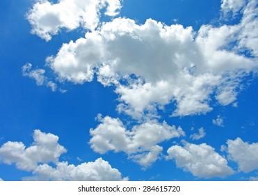 Blue sky / cloudy sky