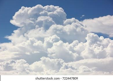 the blue sky with cumulonimbus cloud