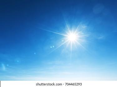 blauer Himmel und Sonne