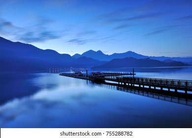 The blue sky and blue water before sunrise, the fresh air, the quiet and beautiful scenery.