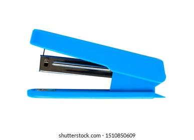 白い背景に青のホチキス