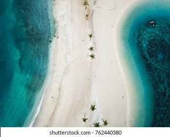 Blue waters of the pacific ocean and a lagoon divided by a boardwalk