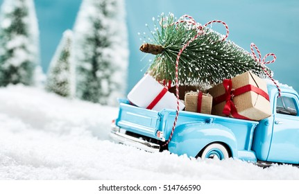 Blue x mas truck bringign presents to all the kids