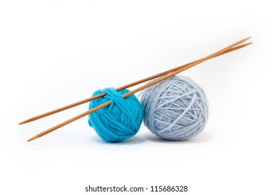Blue yarn balls with bamboo knitting needles