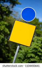 the blue and yellow templates of route signs