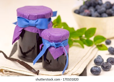 Blueberry confiture with vanilla