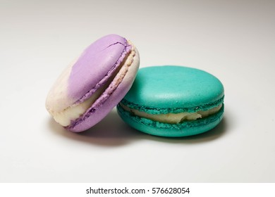 Blueberry and mint macaroon