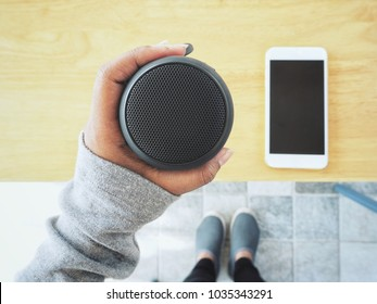 Bluetooth speaker with smart phone