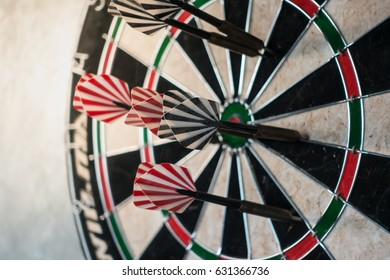 blur arrow missed in the target center of dartboard