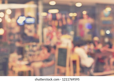 blur coffee shop or restaurant - blurred background concept