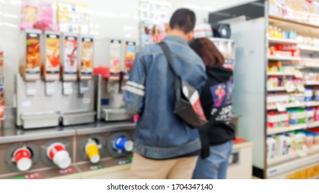 Blur image of customers choosing to buy drinks at convenience stores.