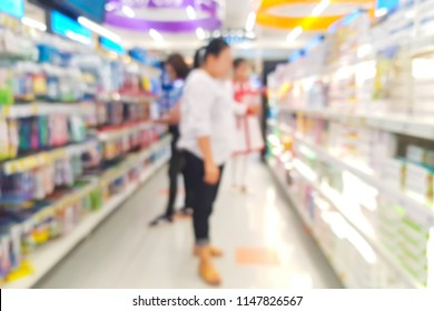 Blur image of customers are shopping in the department store.