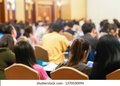 Blurred back view group of business people learnning in seminar room education background