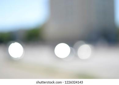 blurred background, city traffic