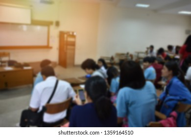 Blurred background of classroom activity - educational concept image of students in learning room