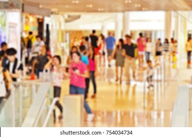 Blurred background of a crowded shopping center