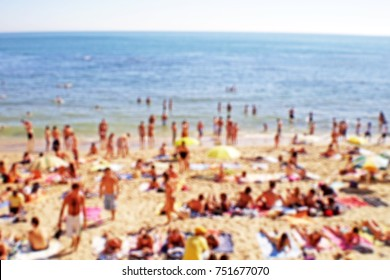 Blurred background of a nice crowded beach