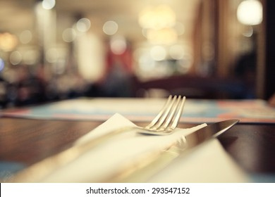 blurred background in restaurant