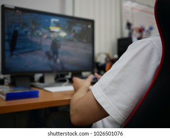 blurred of hand man play video games online.