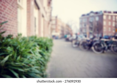 Blurred image of the city.