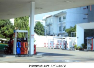 verschwommenes Bild der Tankstelle