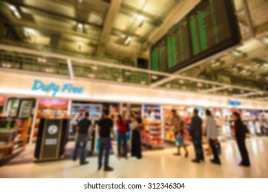 Blurred image people walking and shopping in duty free airport