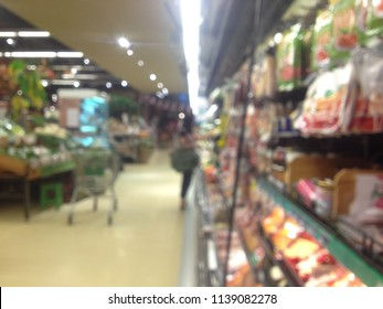 Blurred image in supermarket for background.