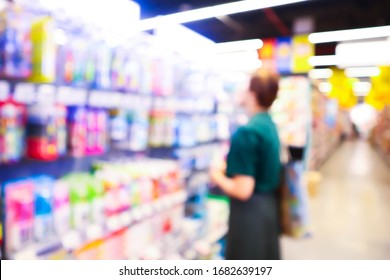 Blurred of people in supermarket grocery store.