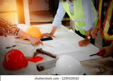 Blurred photo Professional engineers and architects, conferences, work planning, productivity enhancements and security printing structures and success in the project.