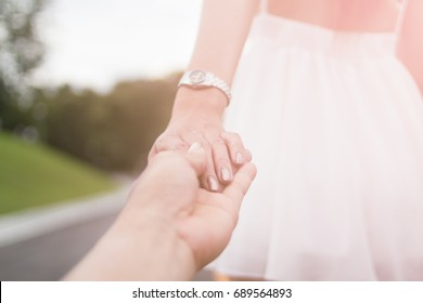 blurred photo Valentines Couples who hold hands To encourage each other,To let go of love to walk away,Men ask their girlfriend not to go away.