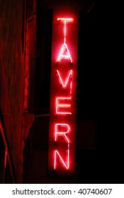 B&M Tavern Sign at Night_8