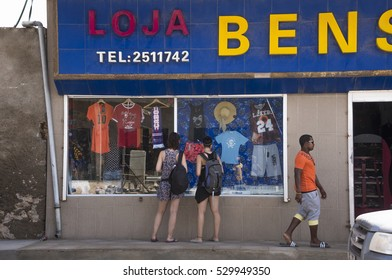BOA VISTA, CAPE VERDE - SEPTEMBER 02, 2015: Tourists watching the showcase of a trade in Sal Rei