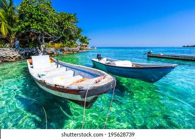 boat at islas de rosario colombia