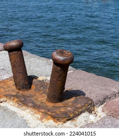 Boat mooring on the dock