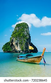 Boat on the beach ins Krabi, Thailand
