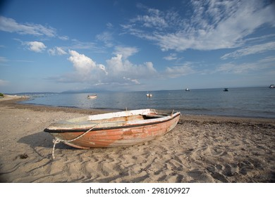 boat on the beach/boat on the beach