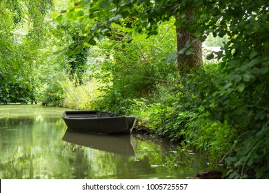 boat on poitevin's swamp
