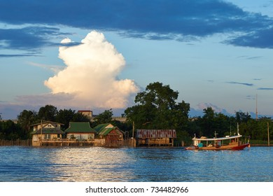 Boat pass by the house along the Chao Phraya river in Nonthaburi/Bangkok/Thailand