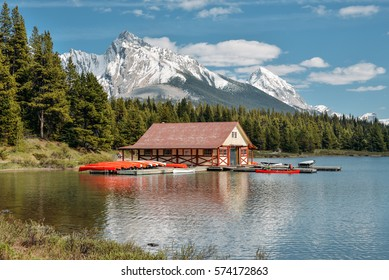 Boat rental house on Maligne Lake, Jasper provincial park, Alberta, Canada