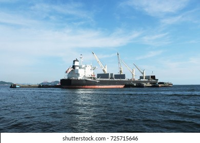 boat, ship, transport on the sea